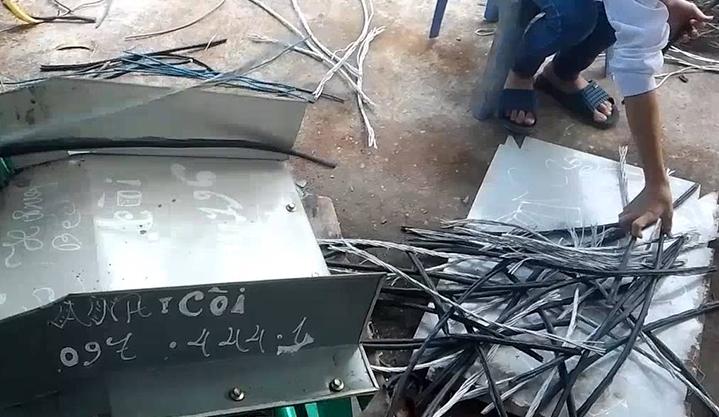 Cách lấy lõi dây điện bán đồng phế liệu